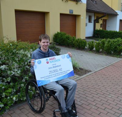 NADACE AGEL přispěla hendikepovanému Janu Bajtekovi na nový elektrický pohon k vozíku