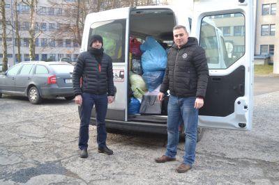 Nemocnice Nový Jičín a Nemocnice Valašské Meziříčí shromáždily ve Vánoční sbírce NADACE AGEL 250 kilogramů oděvů