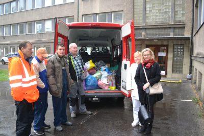 Vítkovická nemocnice a Hornická poliklinika shromáždily ve Vánoční sbírce NADACE AGEL 200 kilogramů oděvů pro potřebné lidi