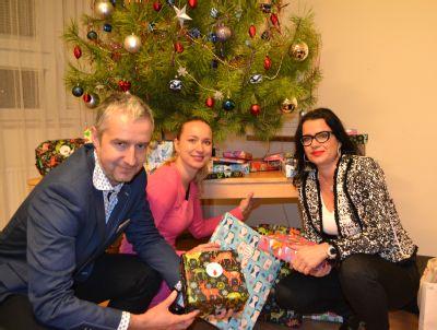 Děti z azylového domu Gloria slavily Vánoce s NADACÍ AGEL