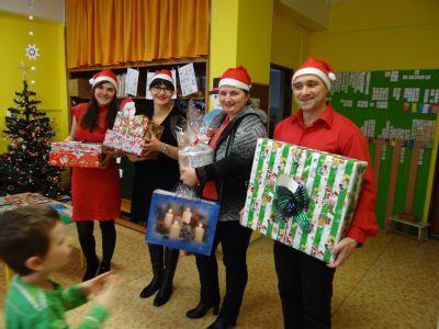 Děti ve speciální mateřské škole Klíček obdarovala na Vánoce NADACE AGEL