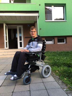 NADACE AGEL přispěla na invalidní vozík 24letému Honzovi