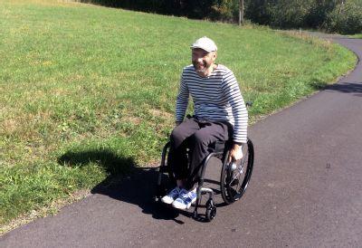 Díky vozíku od NADACE AGEL nejsem v životě o nic ochuzen, říká Čechoalžířan s roztroušenou sklerózou