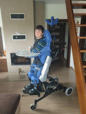 Školák z Českého Těšína může opět každý den stát i díky příspěvku NADACE AGEL